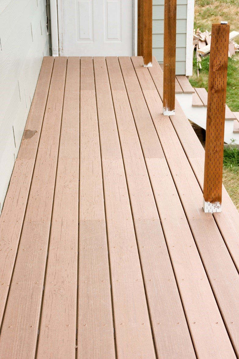 Comparing 2 Popular Decking Material Choices