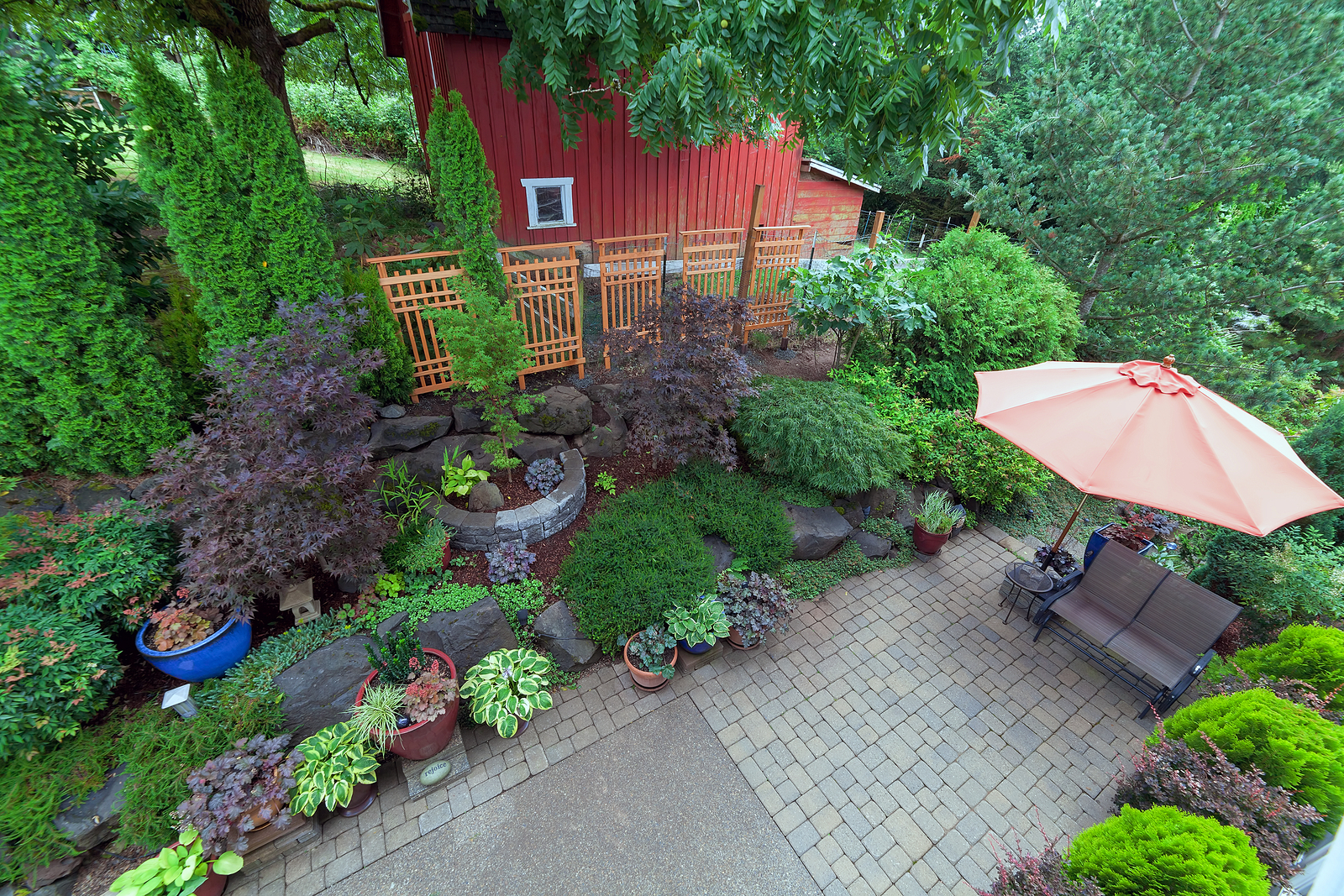 Patio Contractors Explain How to Easily Enhance Your Outdoor Space